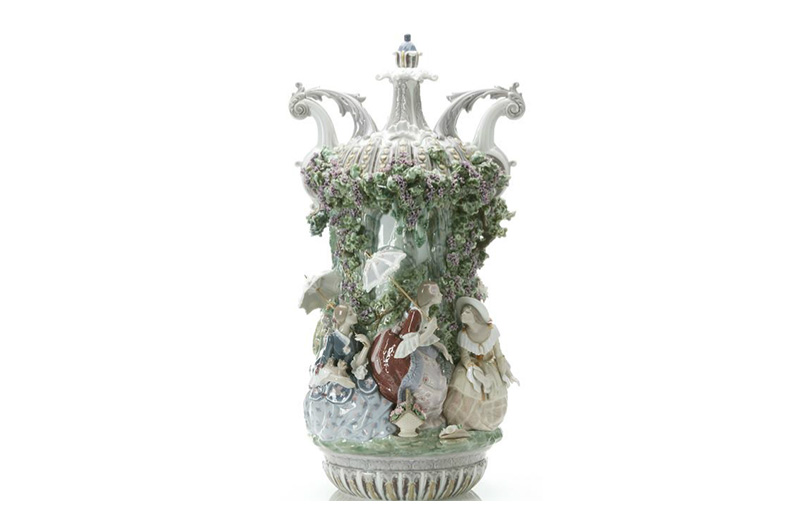 LADIES FROM ARANJUEZ VASE LLADRO by CrystalSymphony
