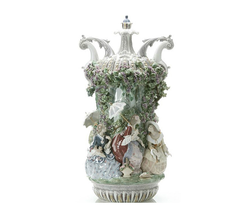 Lady from Aranjuez vase Lladro Thailand by CrystalSymphony